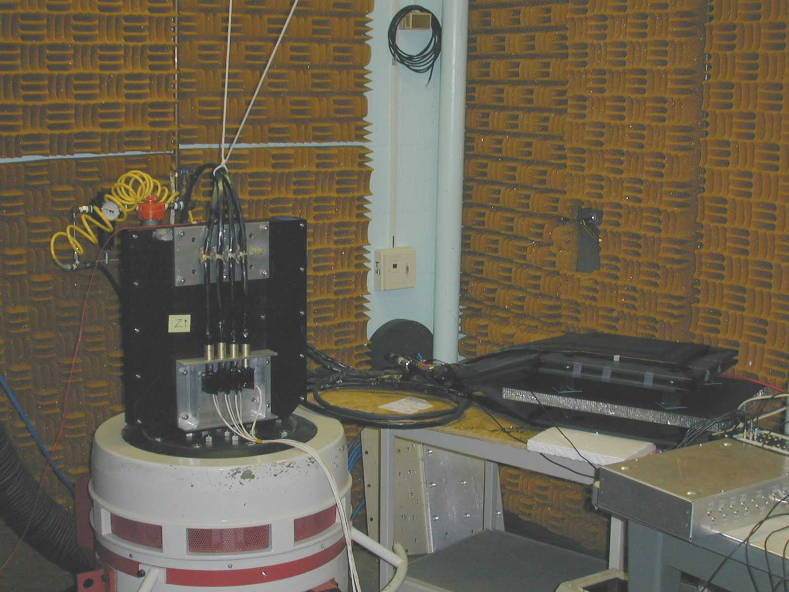 Z-axis Vibration Test Set Up. See text on the rest of the page.